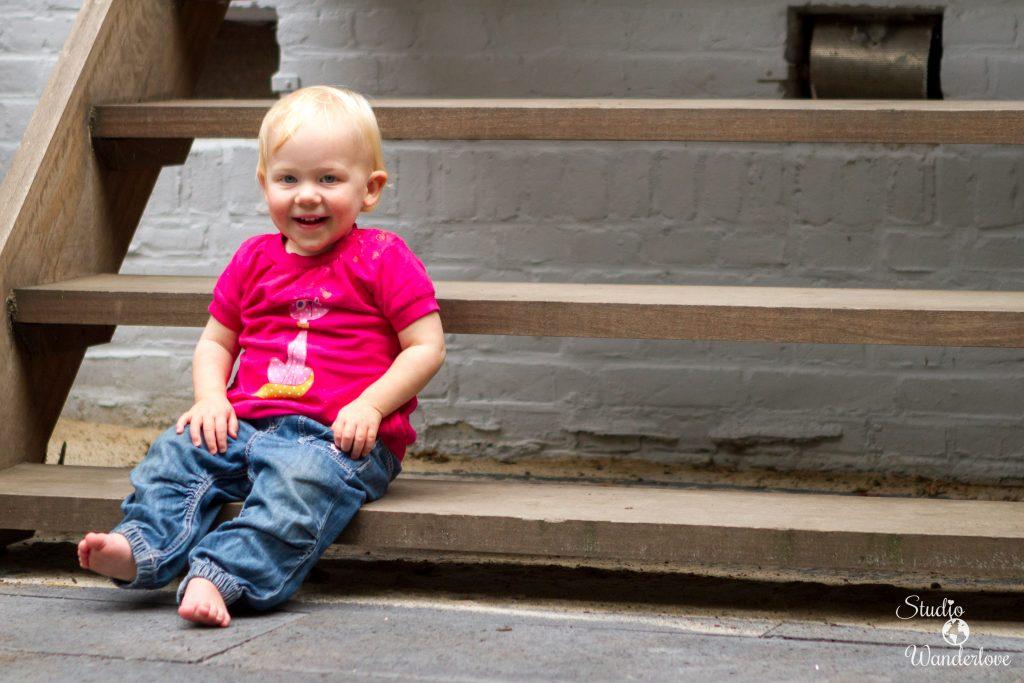 Elise op de trap